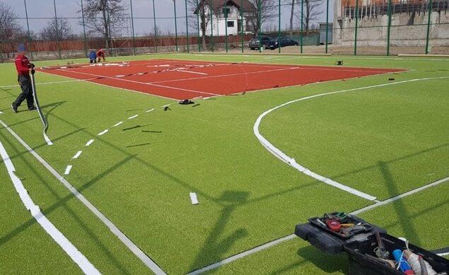 Amenajare teren multisport cu gazon artificial