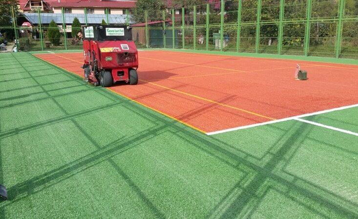Amenajare teren de tenis cu gazon artificial